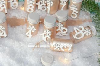 Adventskalender im Metallic-Look